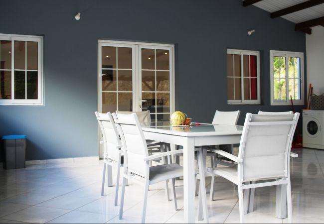 Appartement à Le Gosier - Gosier : Haut de villa meublé avec grande terrasse