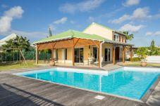 Villa à Saint-François - Saint-François : villa avec piscine et jardin