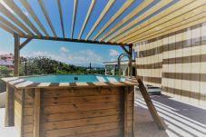 Appartement à Le Gosier - Gosier : Appartement avec piscine privative et vue