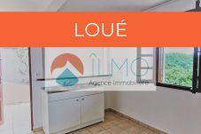 Appartement à Les Abymes - Abymes : appartement avec terrasse et citerne