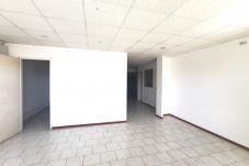 Local Comercial à Les Abymes - Abymes : 214m² de bureaux